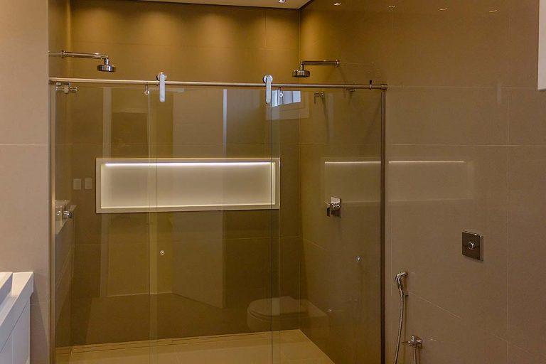 Lukisa Vidros temperados em Bauru box para banheiro com acabamento em inox Roll it